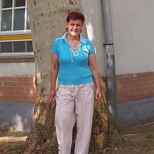 Társkereső adatai: Bazsi, Nő 63