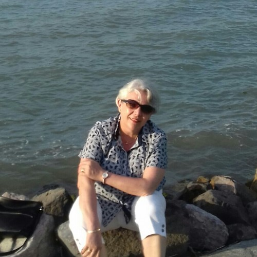 Társkereső adatai: Magda, Nő 61